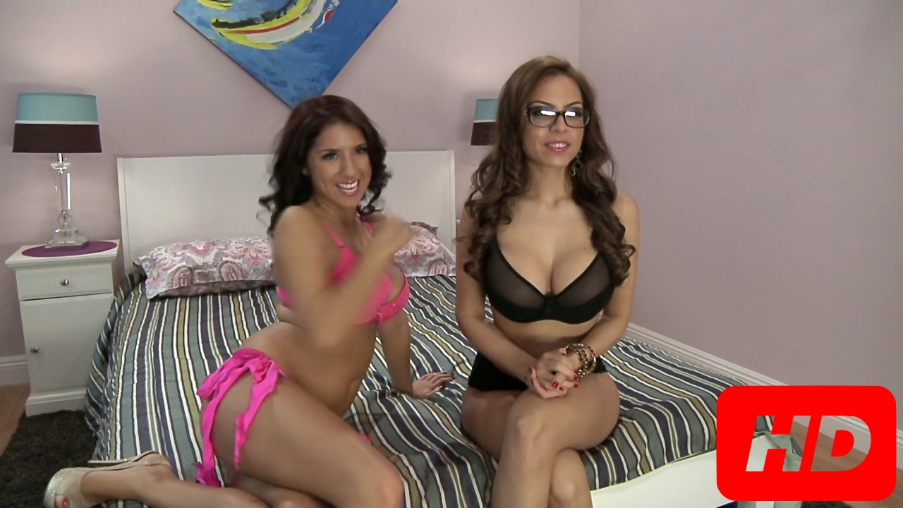 Yurizan Beltran And Evi Foxx Play For Their Fans